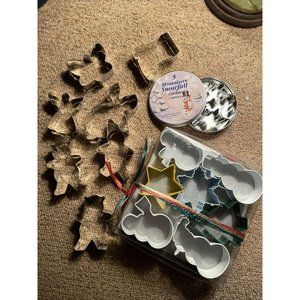 25 PC Asst Lot Of Christmas Cookie Cutters